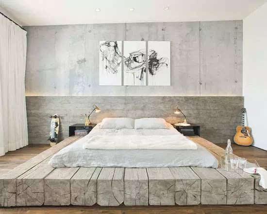 床头以木板和混凝土做出错落的层次设计