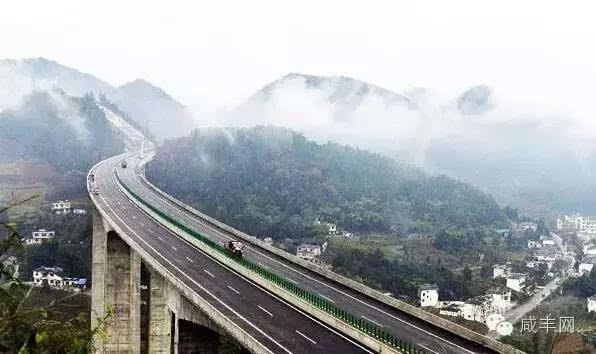 咸丰县城有一座山 高乐山 ,咸丰人都知道