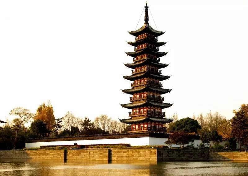 """这座古朴秀美,玲珑多姿的宋代方塔,亦名""""兴圣教寺塔"""";属国家级文物"""