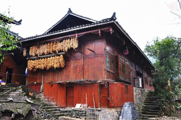 贵州大山里的木别墅 城里人看完不想走了
