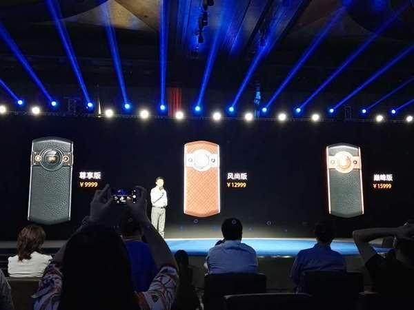 8848钛金手机M3售价15999元 杜国楹称目标10万部的照片 - 1