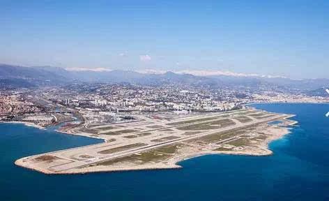 该机场位于加拿大安大略省多伦多市多伦多群岛上.