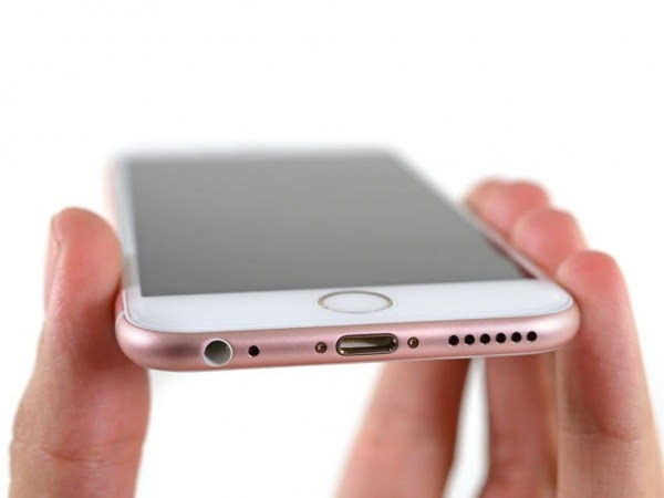 拆解专家:取消耳机插孔损害iPhone耐用度的照片
