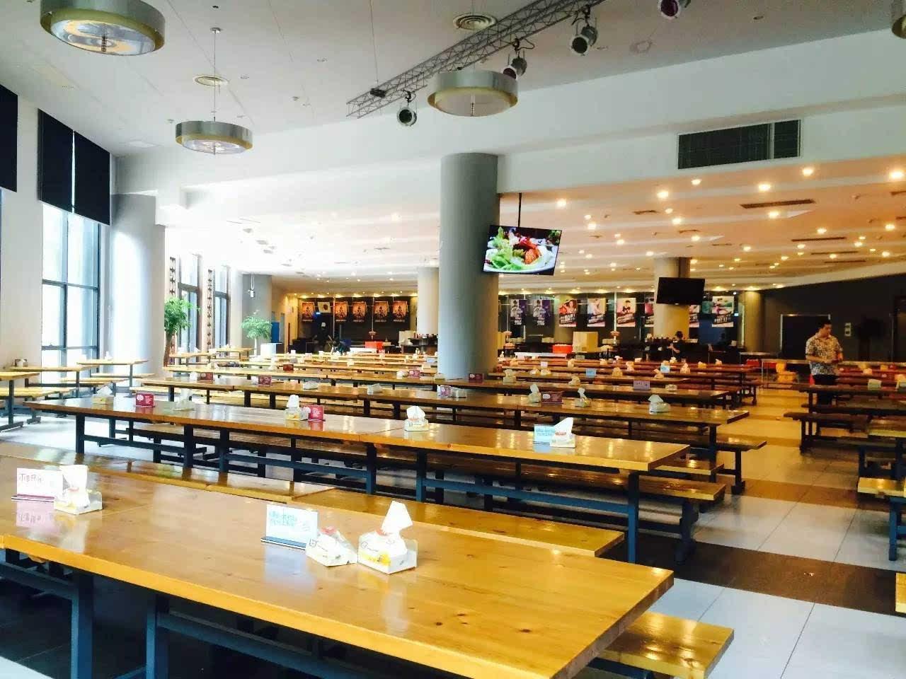 杭州这家公司的食堂,装修超带感,关键吃饭还