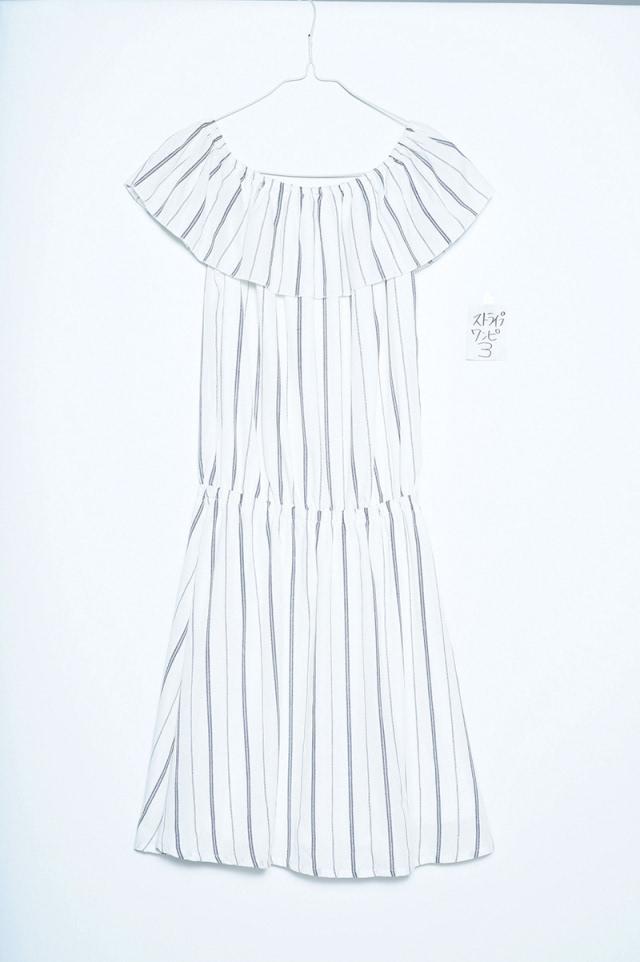 荷叶边一字领条纹连衣裙