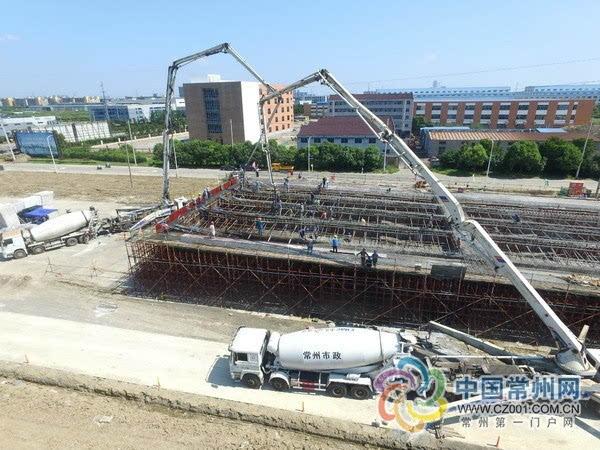 长虹西路改造 高架桥现浇箱梁首次浇筑成功