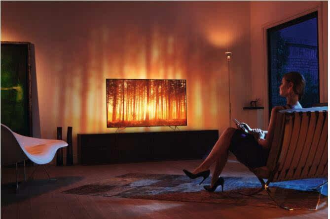 飞利浦推出首款自带环境灯光效果的55英寸OLED电视的照片 - 2