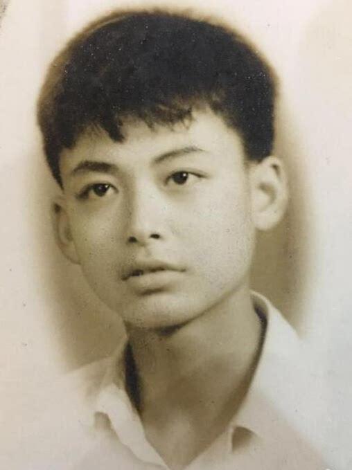 李易峰爸爸年轻照曝光 颜值丝毫不输李易峰