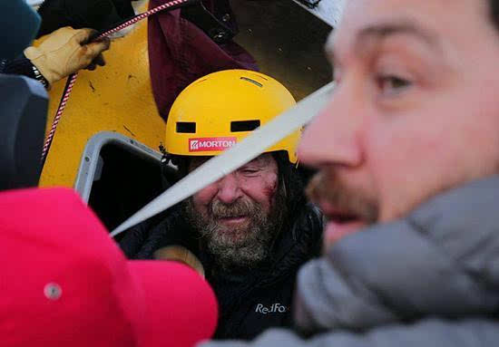 俄64岁探险家独自乘热气球11天环游地球 破世界纪录的照片 - 4