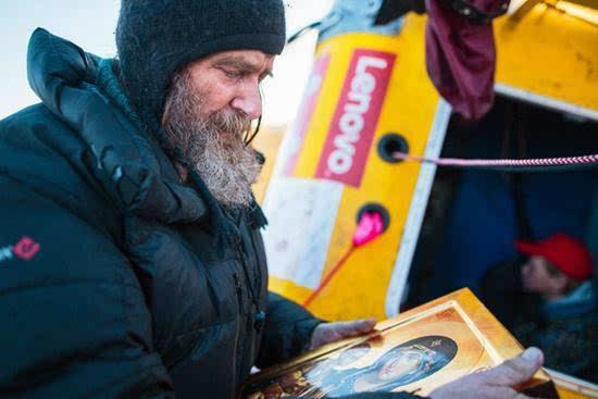 俄64岁探险家独自乘热气球11天环游地球 破世界纪录的照片 - 7