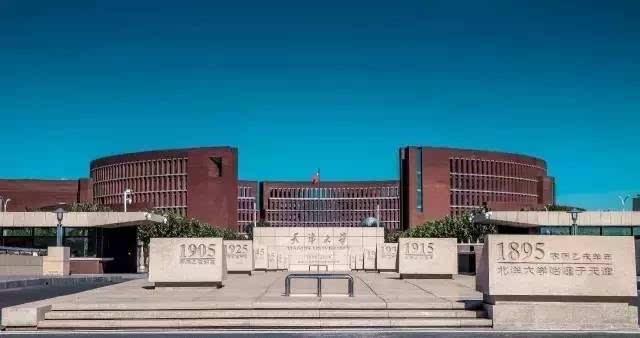 新校区主入口(下图为实景图▼) 清新的画风,自然的笔触描绘着校园