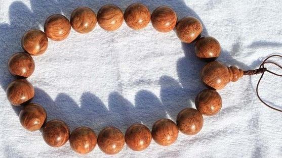 土豪常戴的28种木质手串养生之功效