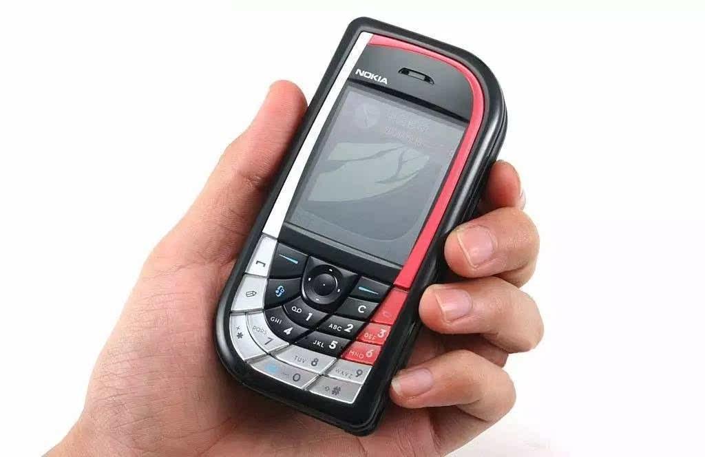 最新手机�yn�-a:+�_同样是在2004年,诺基亚推出了一款造型更加奇特的手机——n-gage qd.