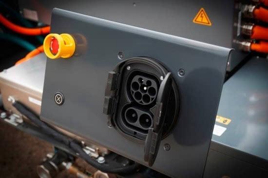 奔驰推出纯电动重型卡车Urban eTruck的照片 - 15