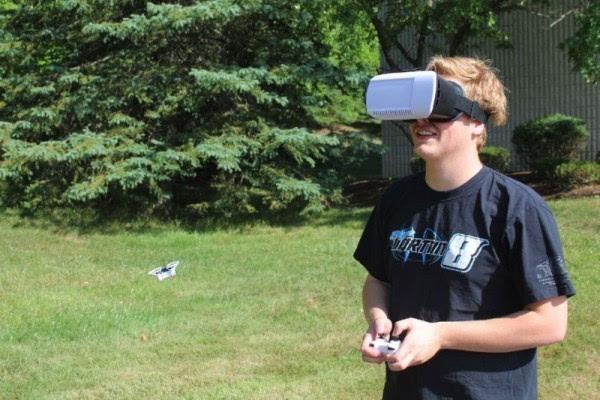 世界上最小的VR无人机:可用第一视角飞行的照片