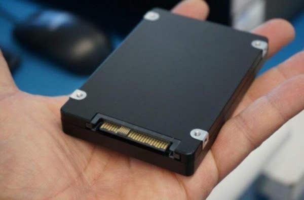 三星15TB固态硬盘开卖 售价高达10000美元的照片