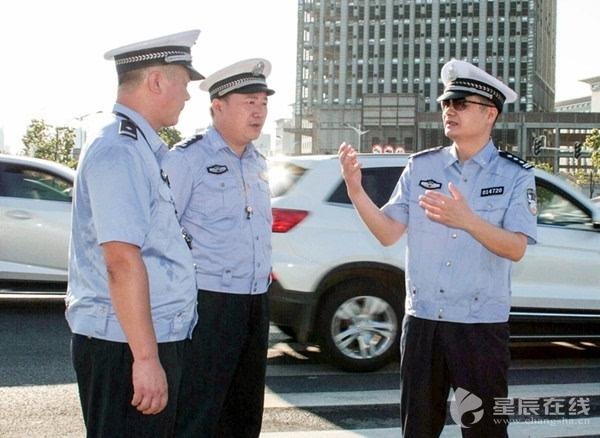 交警支队_长沙交警支队长带队深入一线 早高峰上路\