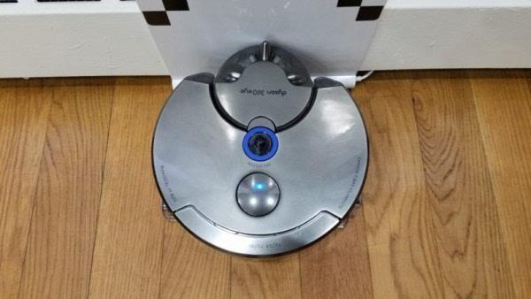 友好简便:外媒简评戴森360Eye全视角吸尘机器人的照片 - 2