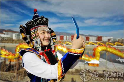 康与美的结合 蒙古族服饰女装图片图片