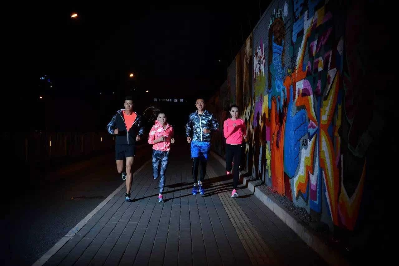 夜空中最亮的星 最时尚的夜跑穿搭,做最潮的跑者