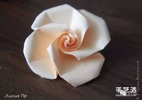 手工卡纸折玫瑰花图解