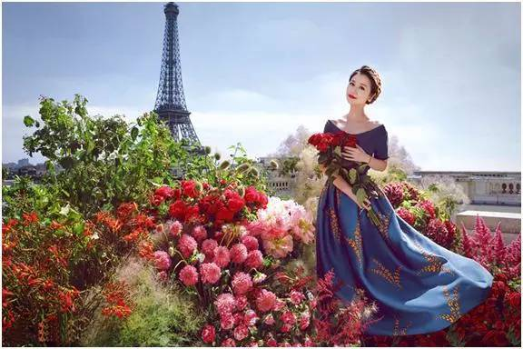 了 准新娘心如唯美婚纱照曝光 人在花丛比花娇