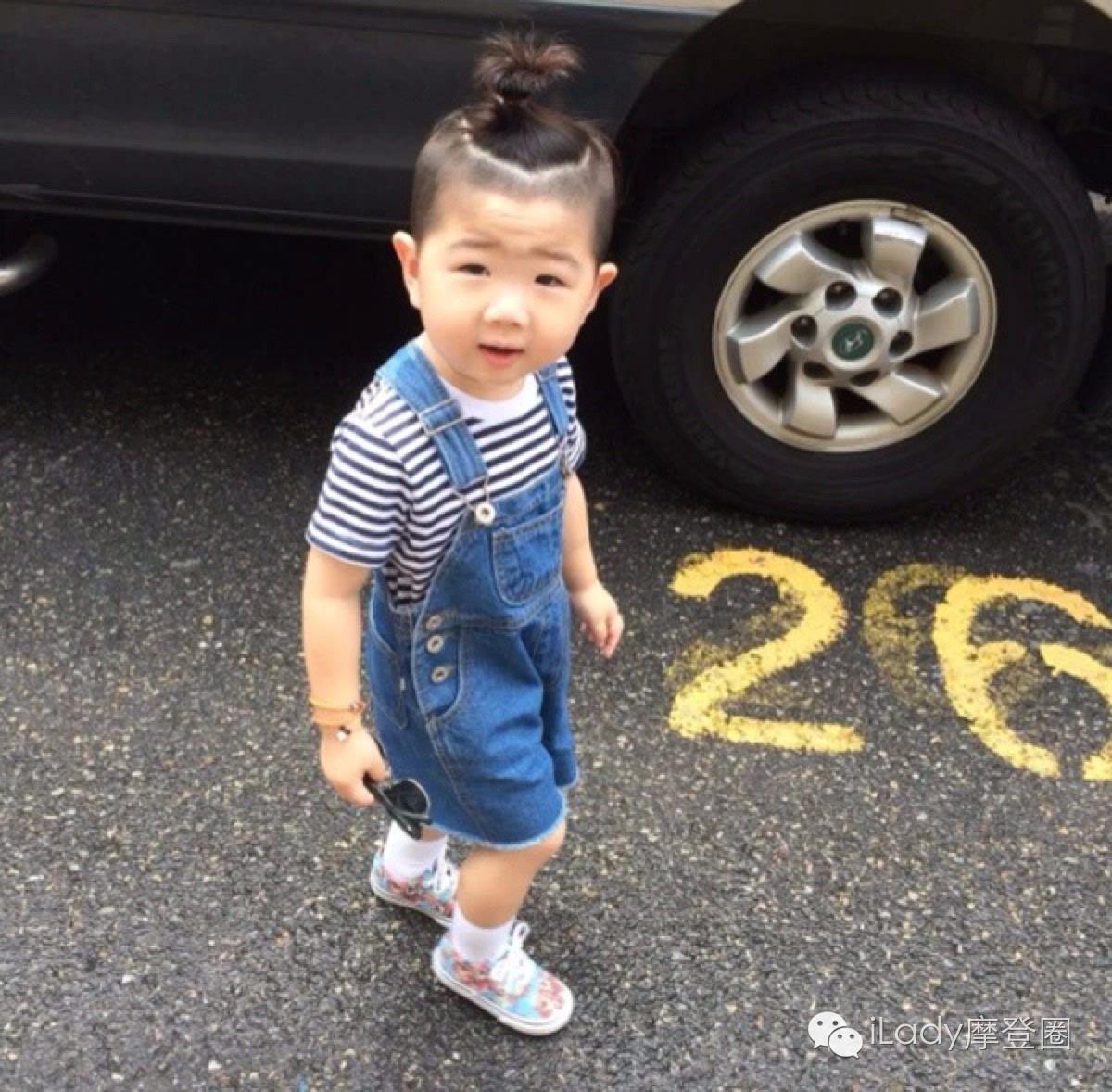 小男孩韩式高扎小辫子发型