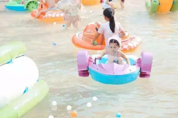 德阳的爸爸妈妈居然把自己的孩子带去鲨鱼岛玩