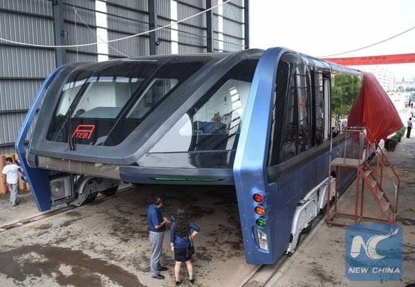 巴铁试验车启动路面测试 车长22米的照片 - 5