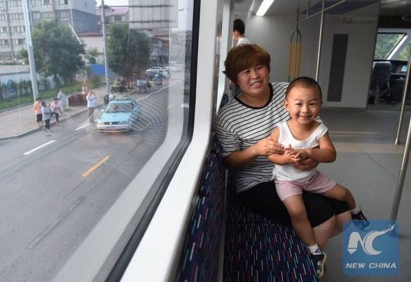 巴铁试验车启动路面测试 车长22米的照片 - 8