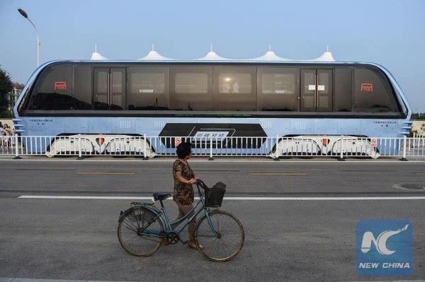 巴铁试验车启动路面测试 车长22米的照片 - 9