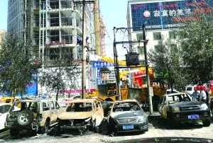 疑因变压器起火 包头市5辆车被烧毁图片