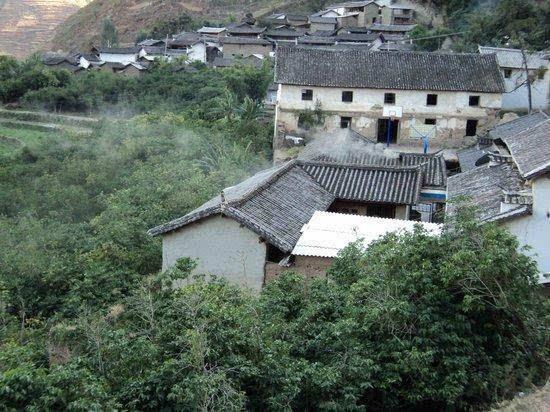 《圣经》,随身衣物,一些生产工具和药品外,还有经过越南时选购的咖啡
