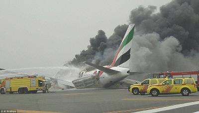 北京时间8月3日16点45分,阿联酋航空一架波音-777飞机在迪拜