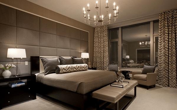 主人房空间面积开阔,素色的窗帘在欧式风格设计的