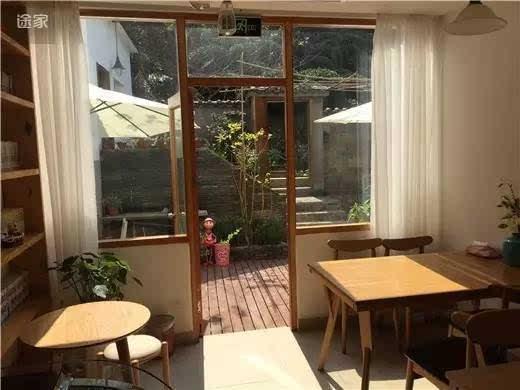 浪漫的欧式风格,衣柜办公桌,房间配置:双人大床,24小时热水 免费