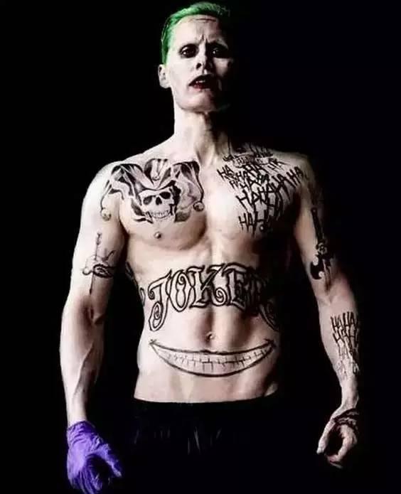 那么我们继续回到小丑女, 来一张小丑女的相关纹身素材.
