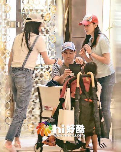 姐妹林熙蕾前日来港出席活动,原本她与老公杨晨及两名女儿一家四口图片