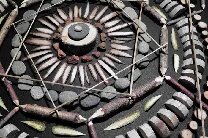 平面设计师用自然元素创作曼陀罗图案