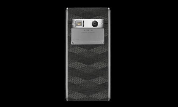 """Vertu发布4200美元""""廉价""""手机:支持无线充电的照片 - 1"""