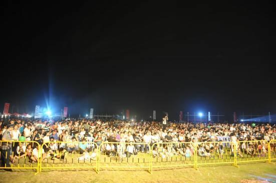 齐聚双鱼岛·海梦湾          人群涌动,跟随音乐节拍