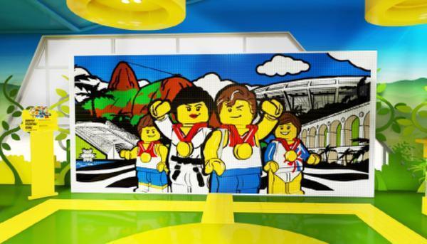 奥运期间,乐高集团在伊帕内玛海滩为当地小朋友准备了一系列拼搭体验图片