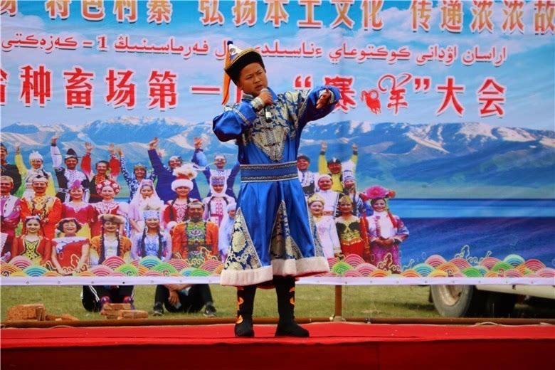 【蒙古族歌曲《梦中的额吉》】   【舞蹈《春满草原》】   【手捧着奖