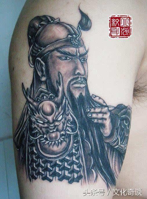 表达对神灵的敬畏和对鬼神的恐惧,更夸张的,那些刺青还传说被神灵赋予
