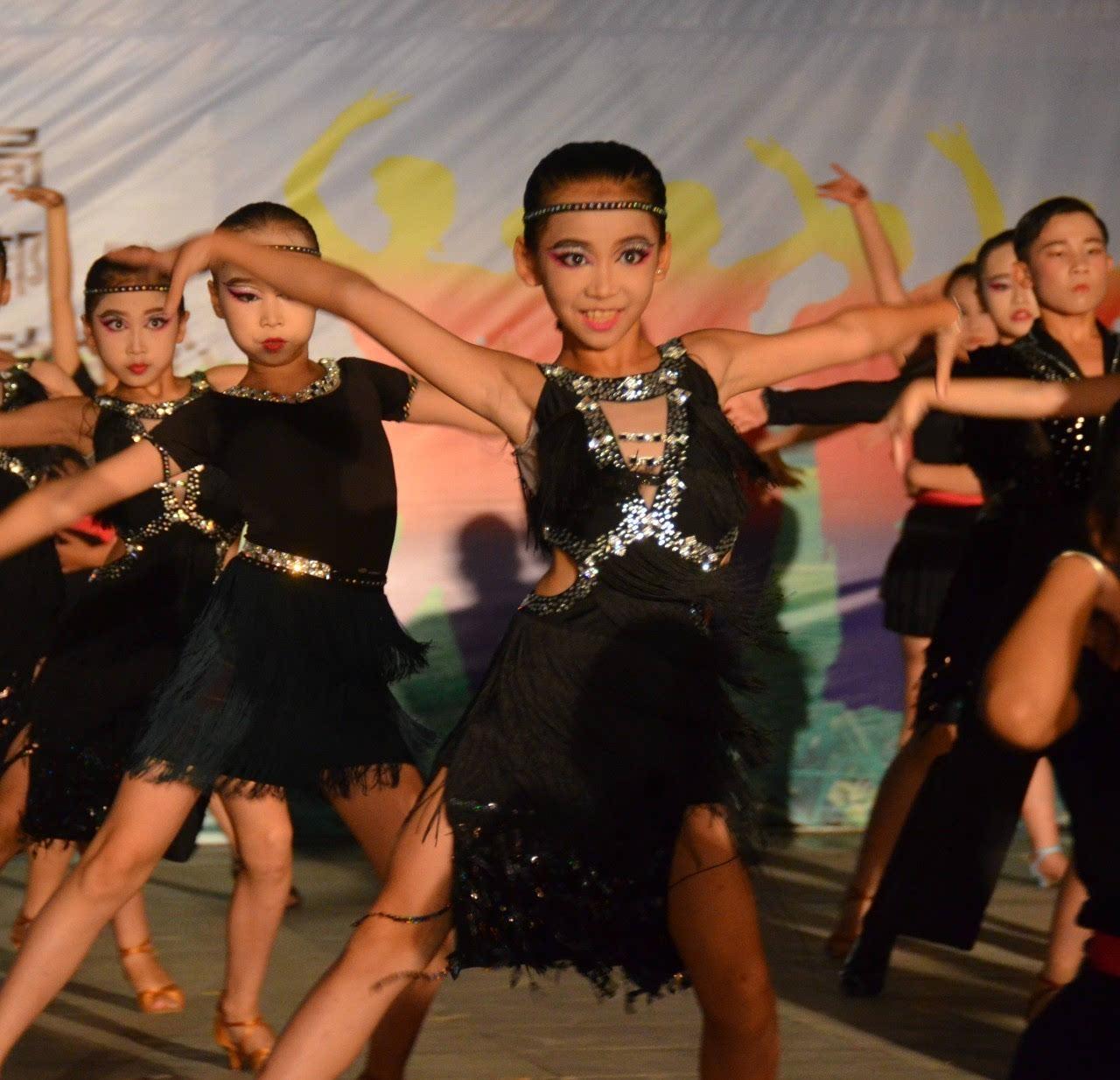 拉丁舞小公主,小编不懂舞蹈