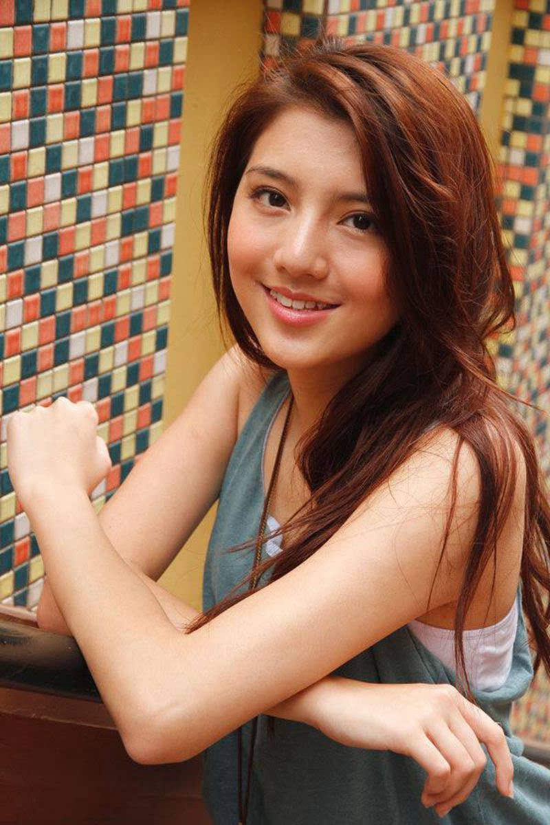 香港女演员吴千语靓丽写真
