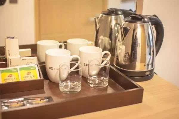 住酒店宾馆时,为什么不能用热水壶?还哪些东西千万不能碰?