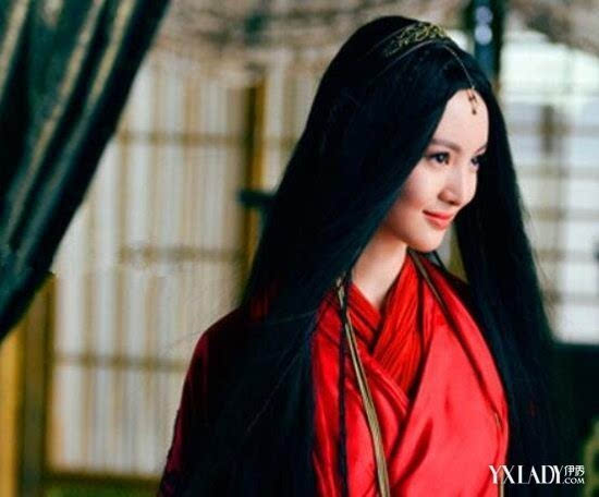 2012年在战争剧《桐柏英雄》中饰韩梅霜.