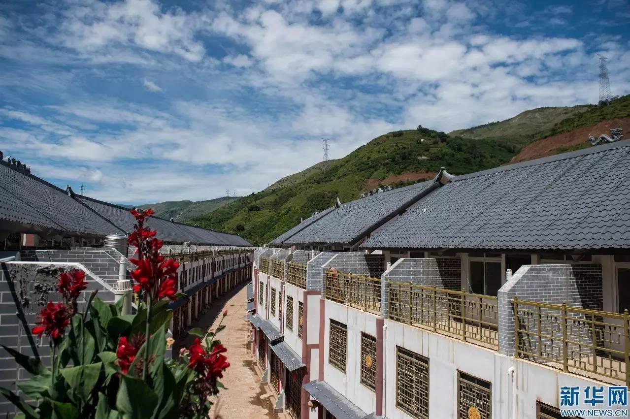 云南鲁甸地震灾后恢复重建全面完成图片