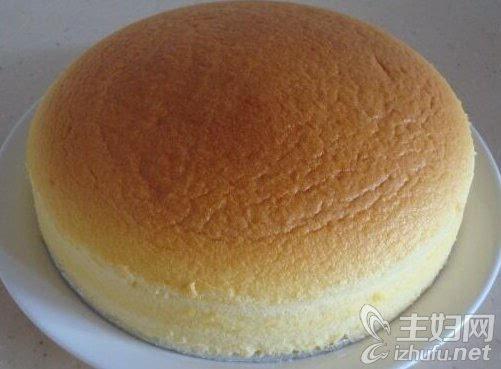 怎样做蛋糕 如何在家做蛋糕 电压力锅做蛋糕 电高压锅做蛋糕 如何在家用电压力锅做蛋糕呢?虽然一般大家想都习惯用烤箱做蛋糕,但如果家里如果没有烤箱咋办呢?今天主妇网小编就介绍一种不需要用烤箱,只要准备电高压锅就可以了,一起了解一下怎样用电高压锅做蛋糕吧。 如何在家用电压力锅做蛋糕 怎样用电高压锅做蛋糕: 1.